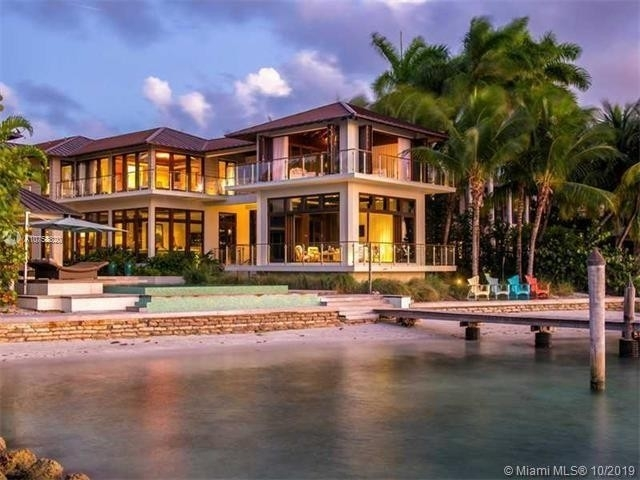 30. Single Family Homes at Key Biscayne
