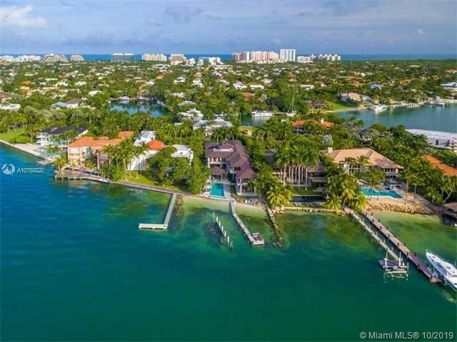 31. Single Family Homes at Key Biscayne