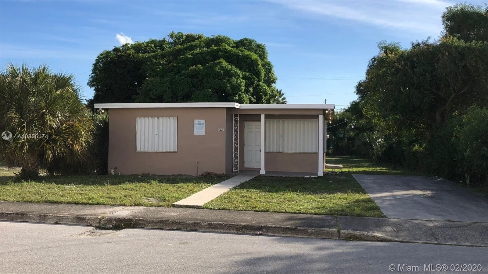 Maison unifamiliale pour l Vente à Pleasant City, West Palm Beach, FL 33407