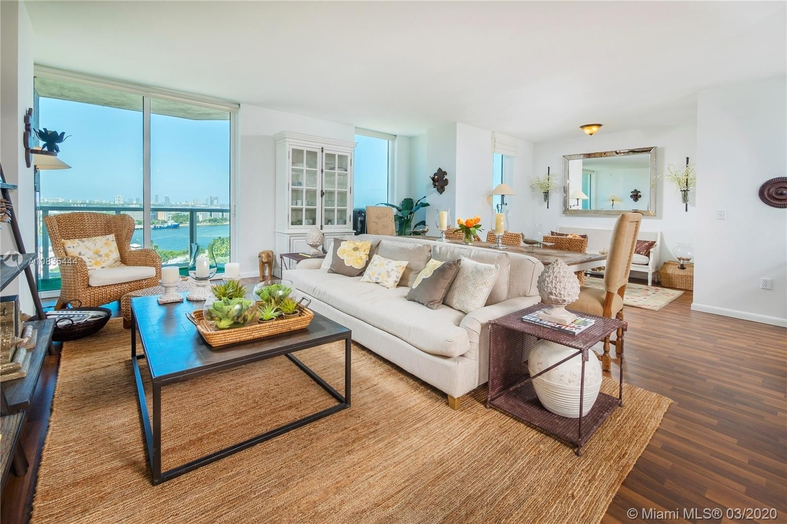 Condominium pour l Vente à 244 Biscayne BLVD , 1703 Miami Central Business District, Miami, FL 33132