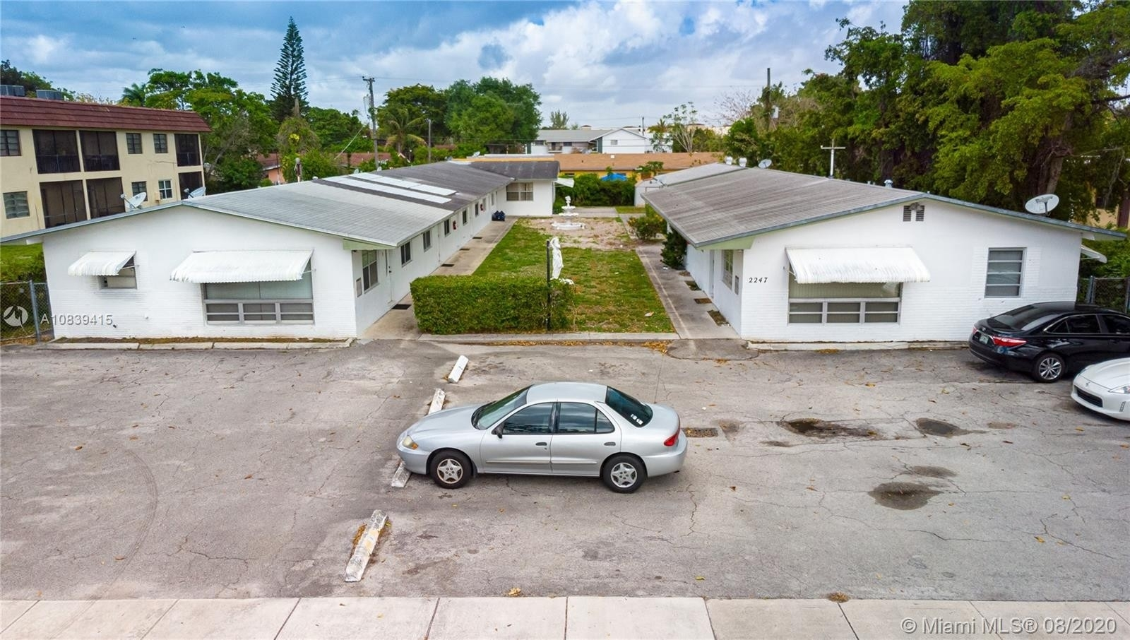 Casa unifamiliar multifamiliar por un Venta en North Central Hollywood, Hollywood, FL 33020