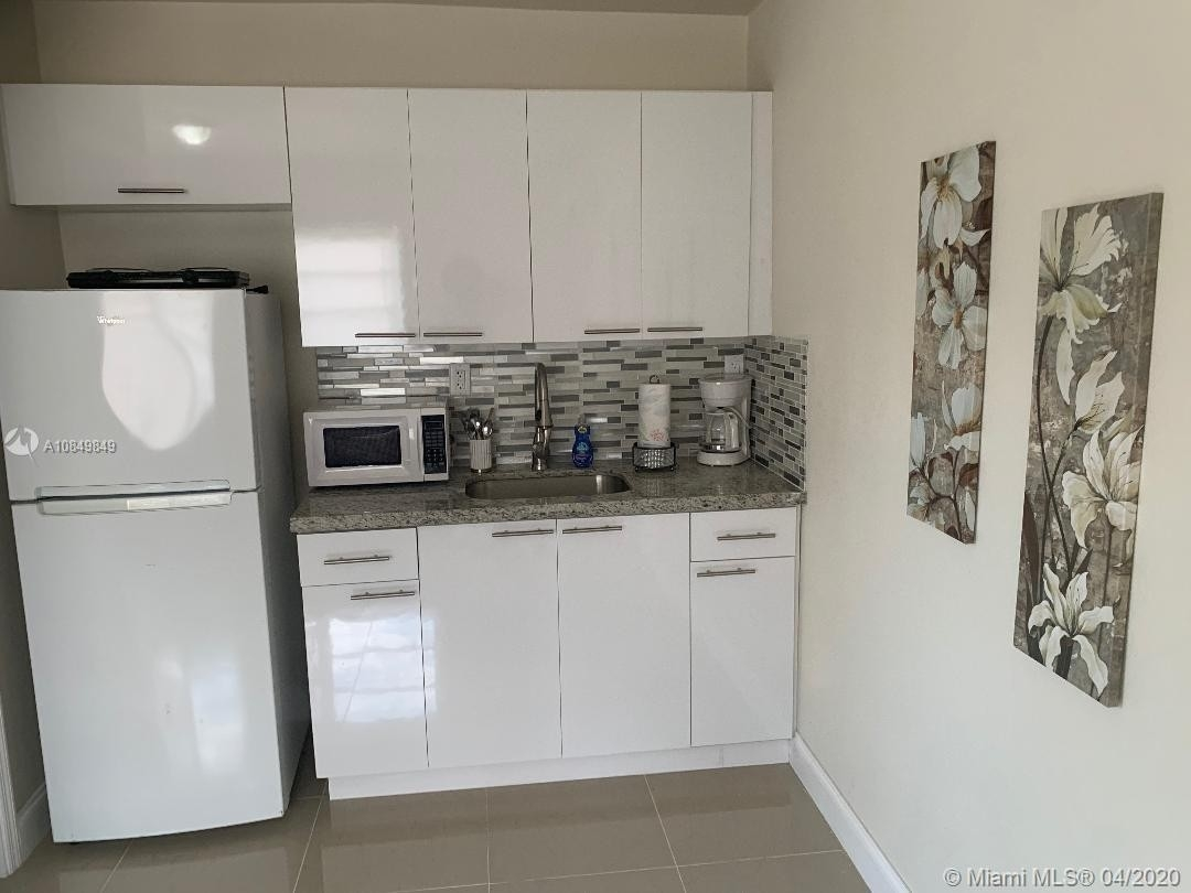 6. Multi Family Townhouse pour l Vente à Biscayne Shores, Miami, FL 33161