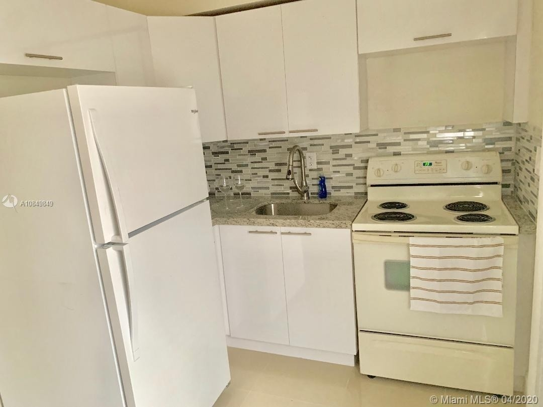 5. Multi Family Townhouse pour l Vente à Biscayne Shores, Miami, FL 33161
