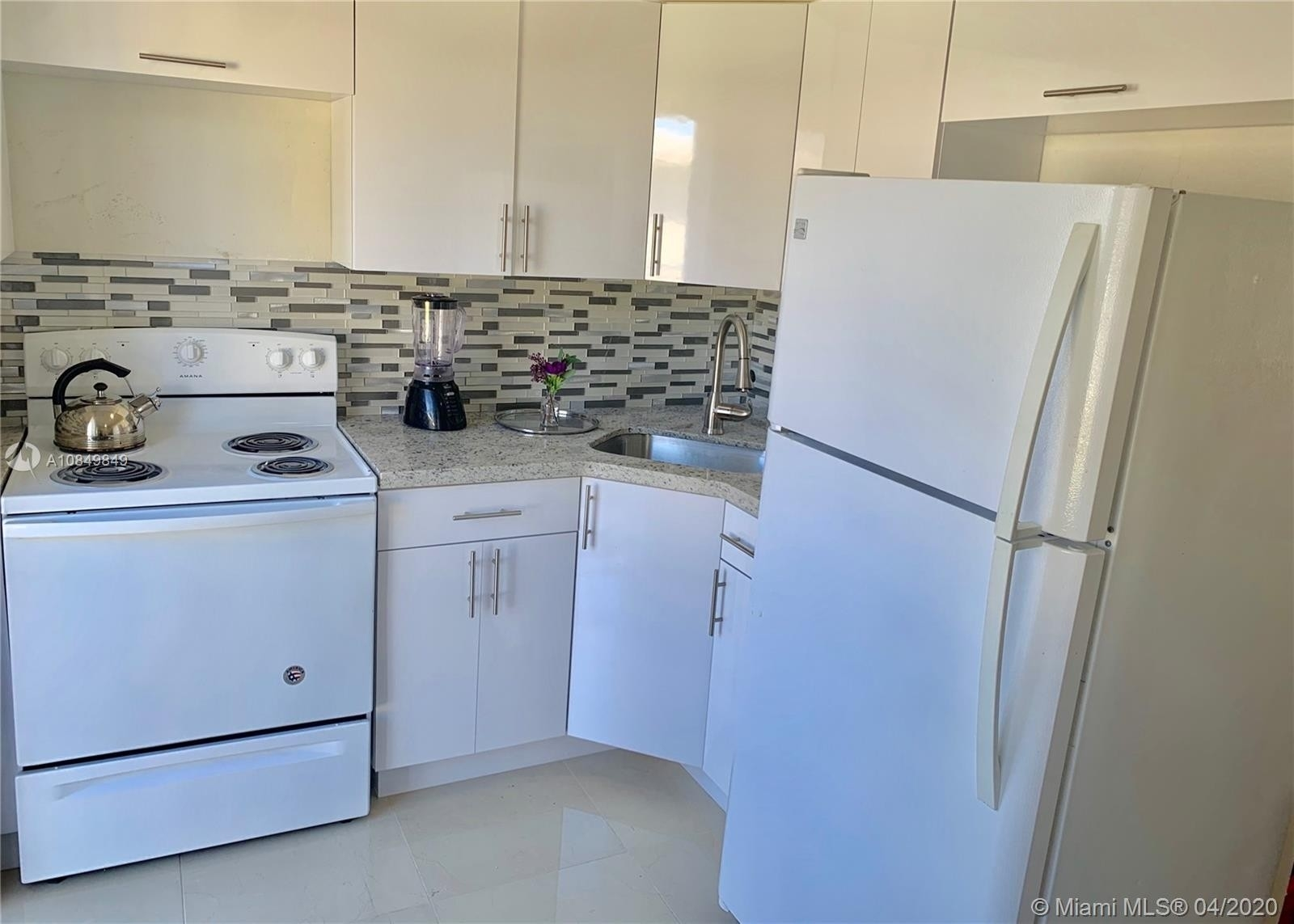 4. Multi Family Townhouse pour l Vente à Biscayne Shores, Miami, FL 33161