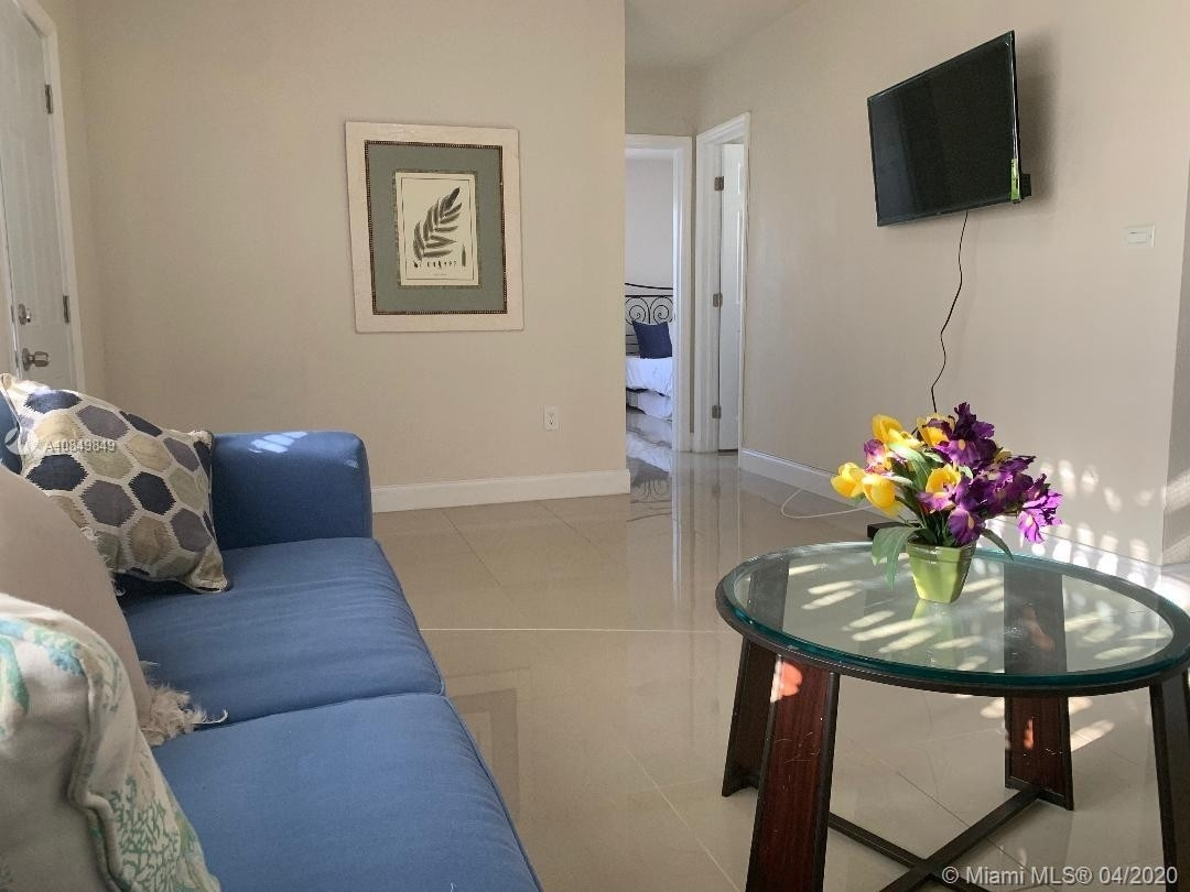 8. Multi Family Townhouse pour l Vente à Biscayne Shores, Miami, FL 33161