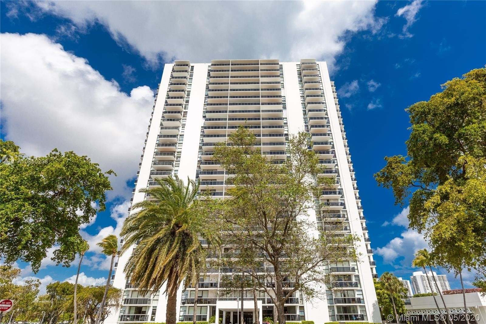 1. Condominiums 在 3675 N Country Club Dr , 110 Aventura
