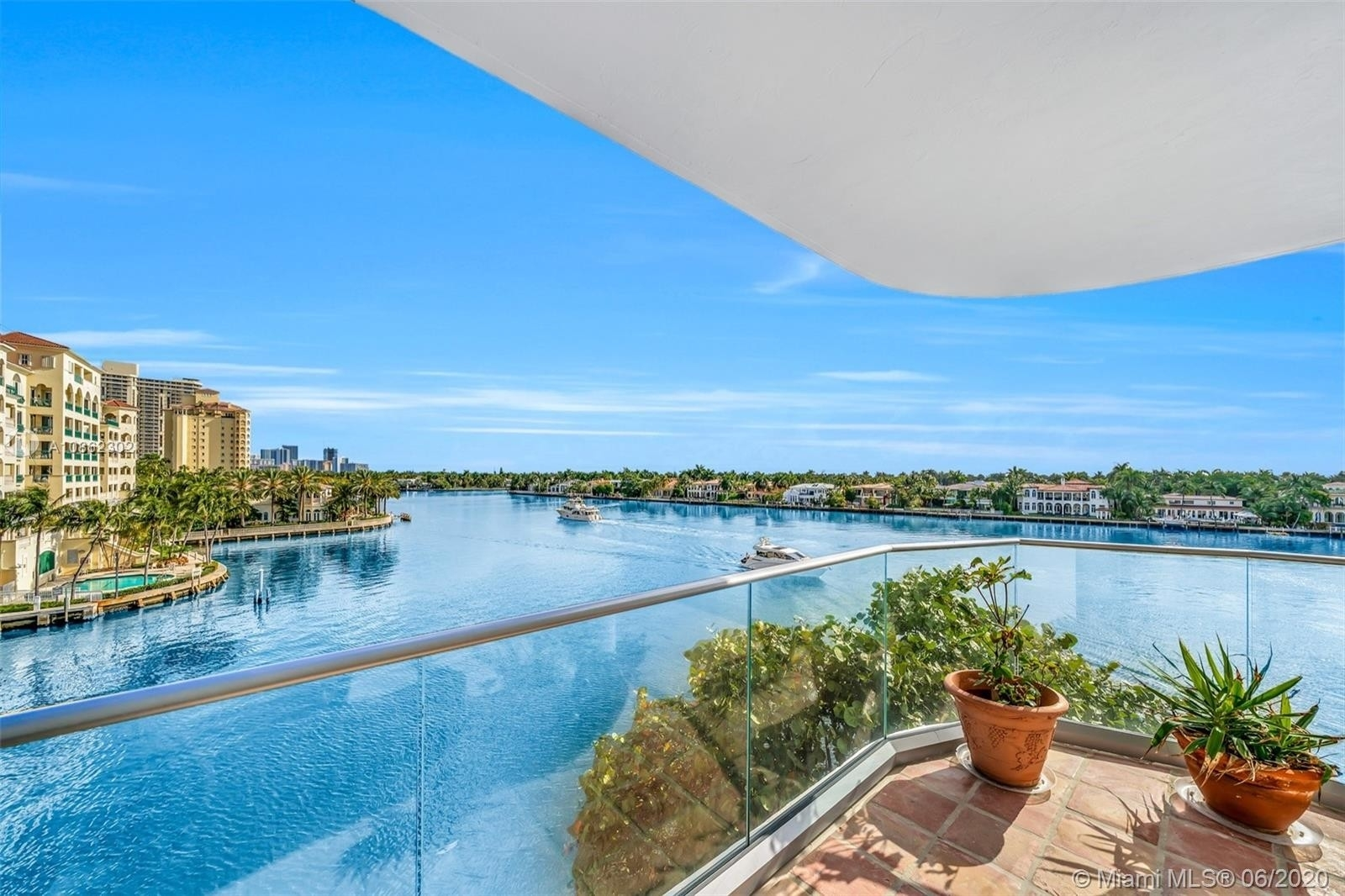 Property à 19707 Turnberry Way , 5J + 5K Biscayne Yacht and Country Club, Aventura, FL 33180