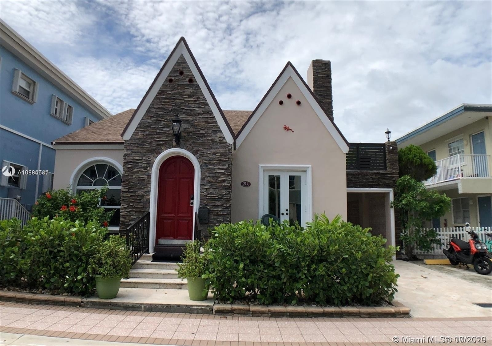 Single Family Home for Sale at Central Beach, Hollywood, FL 33019