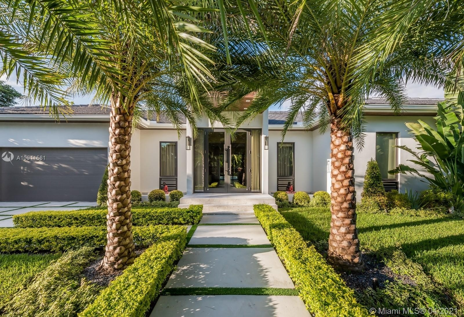 1. Single Family Homes for Sale at Riviera, Coral Gables, FL 33146
