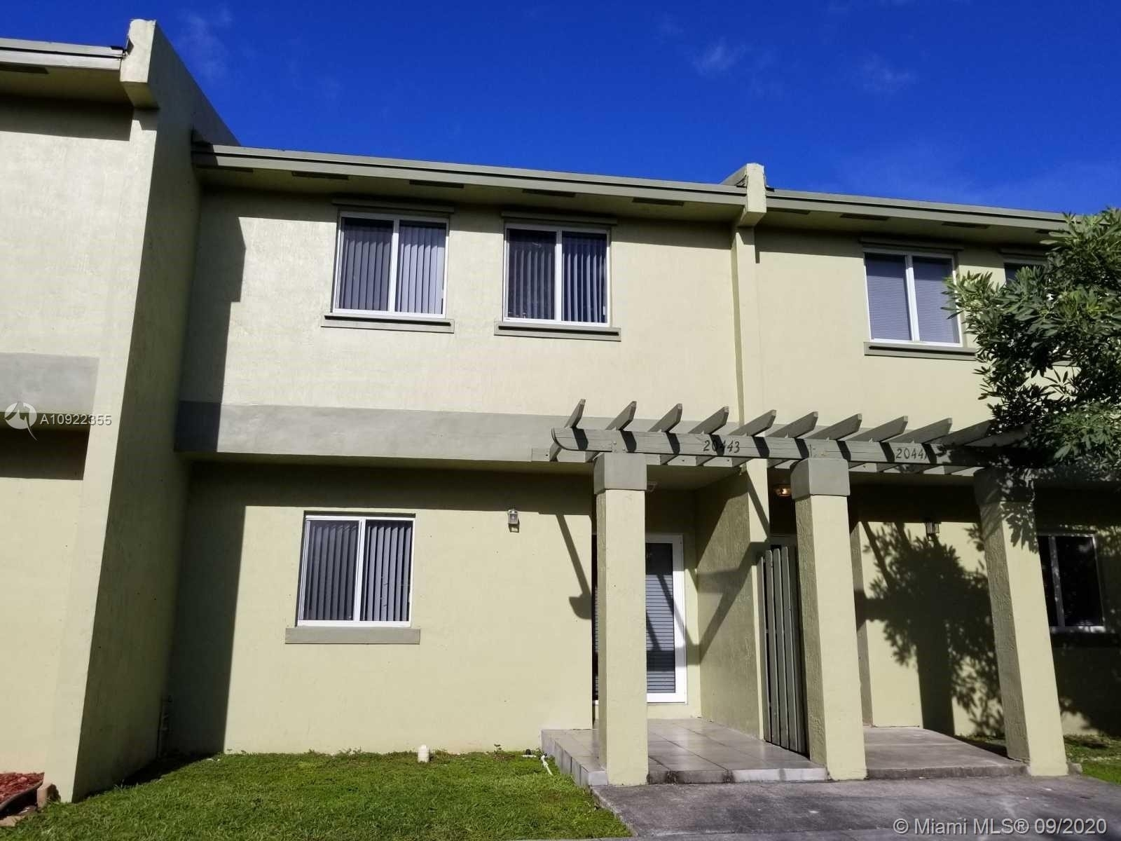 Condominium для того Продажа на 20443 NW 15th Ave , 7 Country Club Estates, Miami Gardens, FL 33169