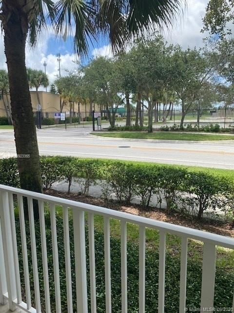 Condominium por un Venta en 1152 University Blvd , 13 Abacoa Town Center, Jupiter, FL 33458