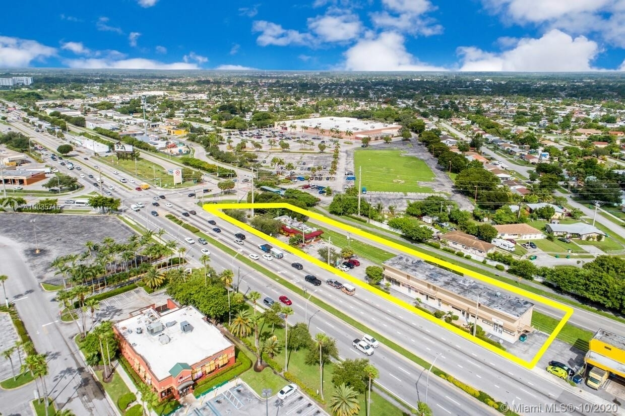 Commercial / Office for Sale at Cutler Bay, FL 33189