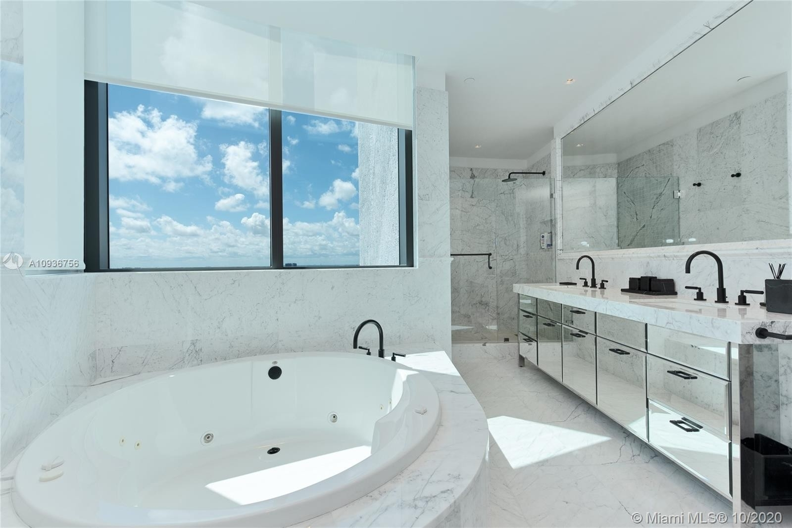 13. Condominiums for Sale at 17475 Collins Ave , 2602 Sunny Isles Beach, FL 33160