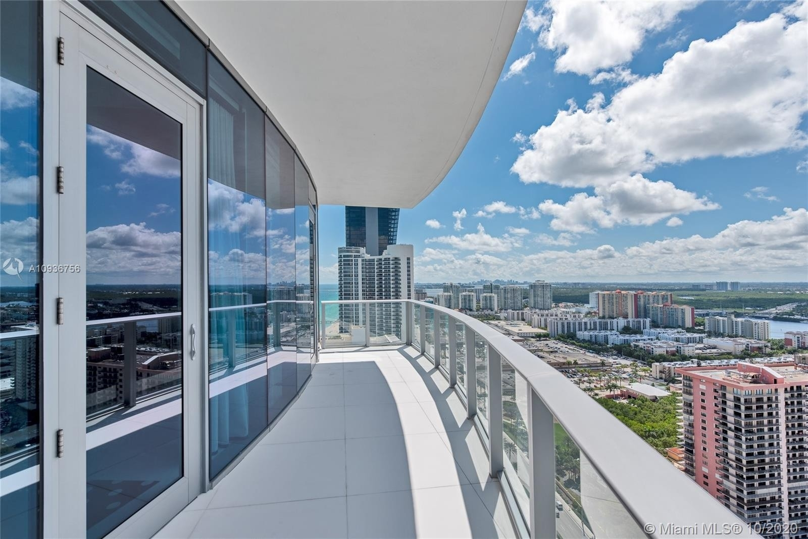 20. Condominiums for Sale at 17475 Collins Ave , 2602 Sunny Isles Beach, FL 33160