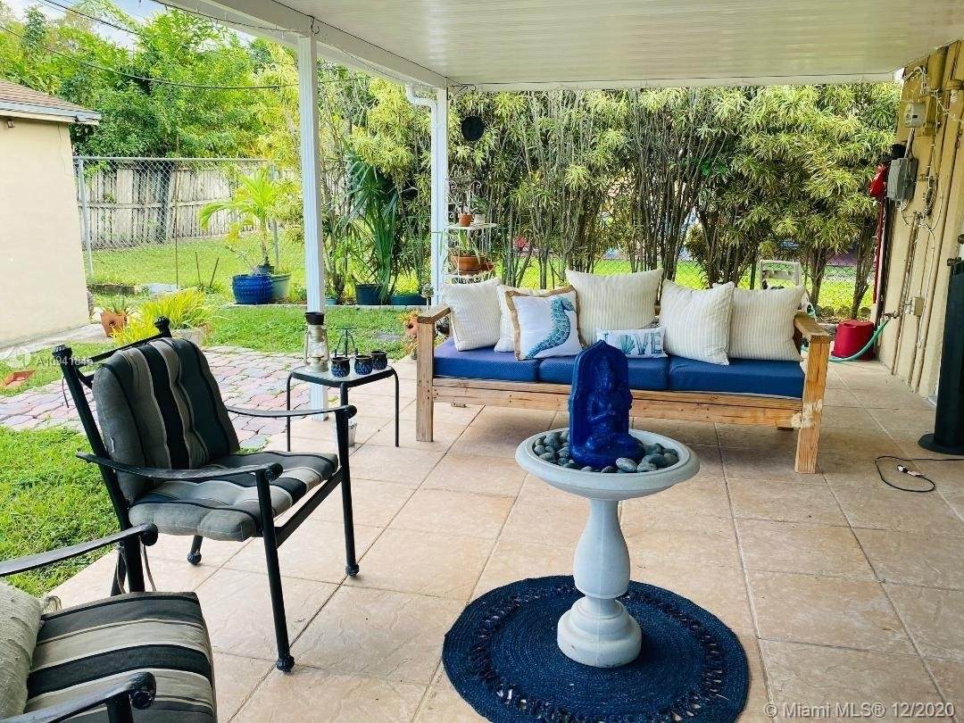 31. Single Family Homes for Sale at Palm Springs North, Hialeah, FL 33015