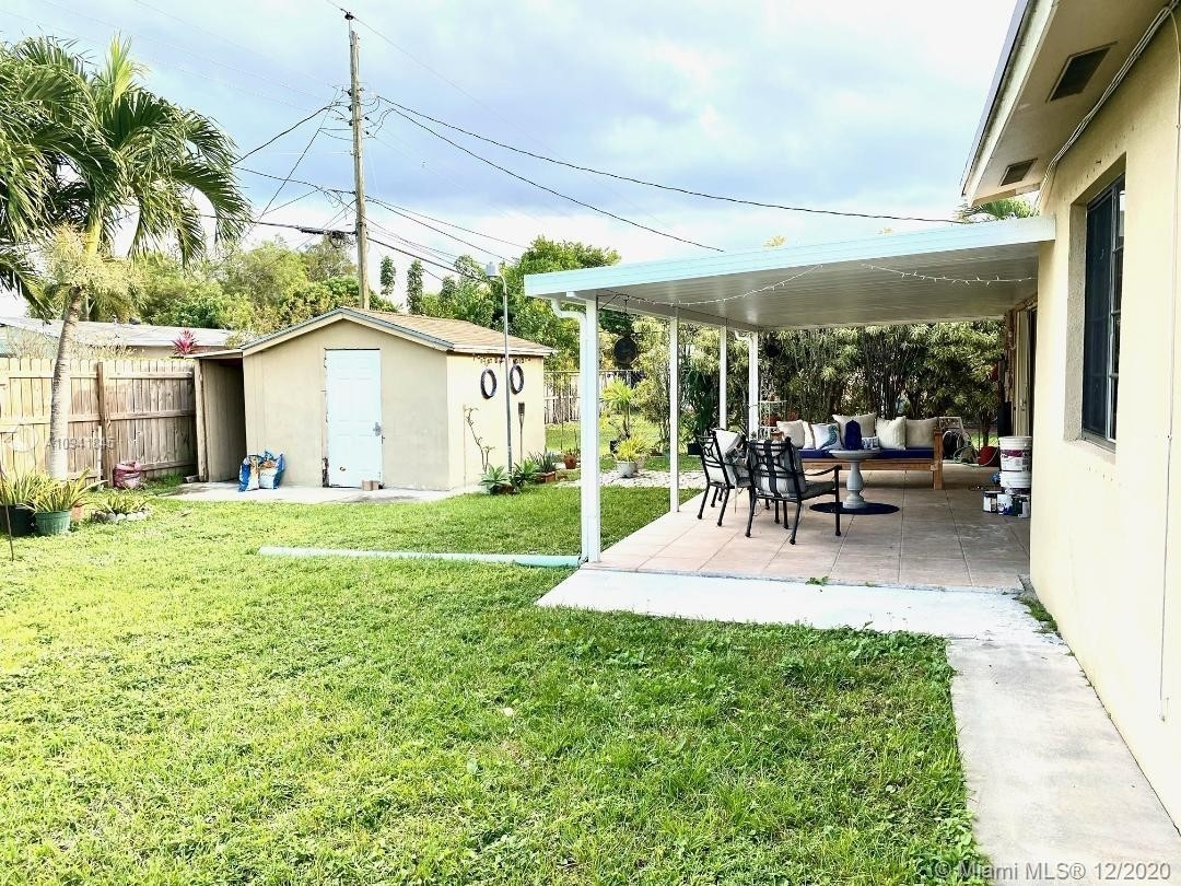 29. Single Family Homes for Sale at Palm Springs North, Hialeah, FL 33015