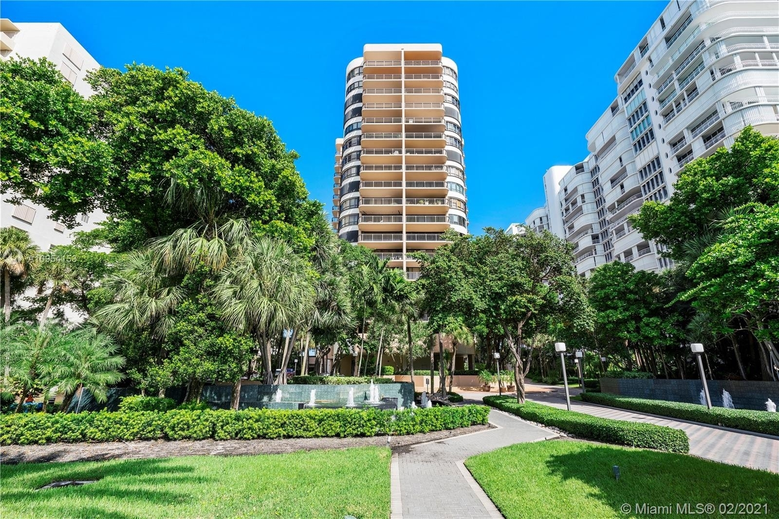 22. Condominiums for Sale at 10175 Collins Ave , 102 Bal Harbour, FL 33154