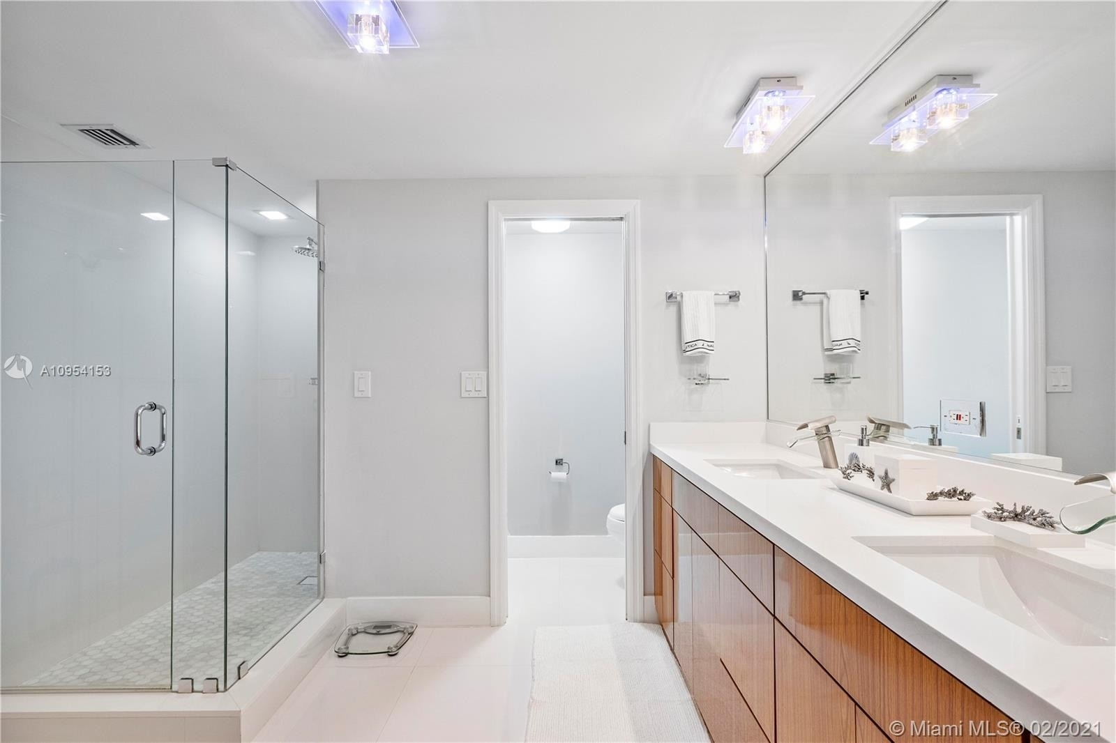 15. Condominiums for Sale at 10175 Collins Ave , 102 Bal Harbour, FL 33154