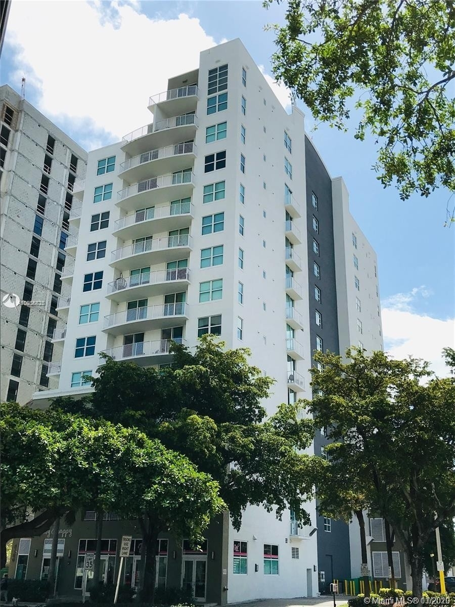 Condominium por un Venta en 3180 SW 22nd Ter , 604 Miami Urban Acres, Miami, FL 33145