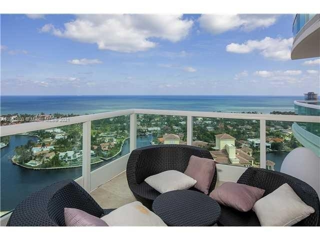 Condominium pour l Vente à 20155 NE 38th Ct , 2704 Biscayne Yacht and Country Club, Aventura, FL 33180