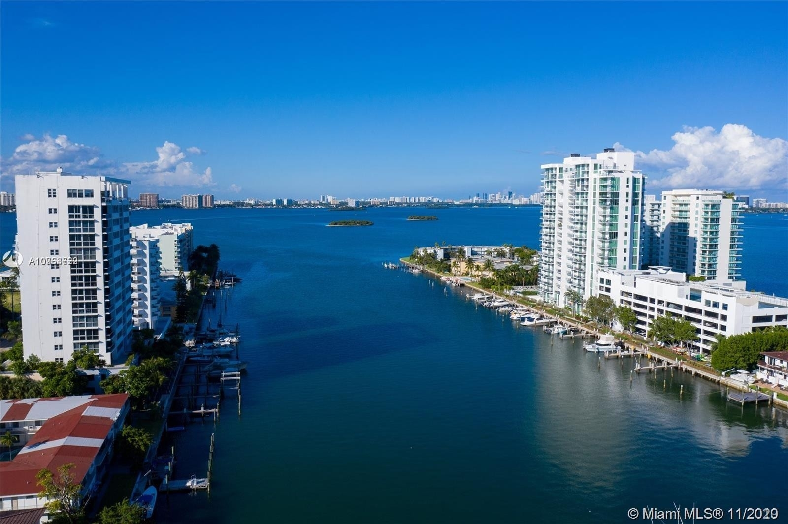 Condominium в 7914 Harbor Island Dr , 102 North Bay Village, FL 33141