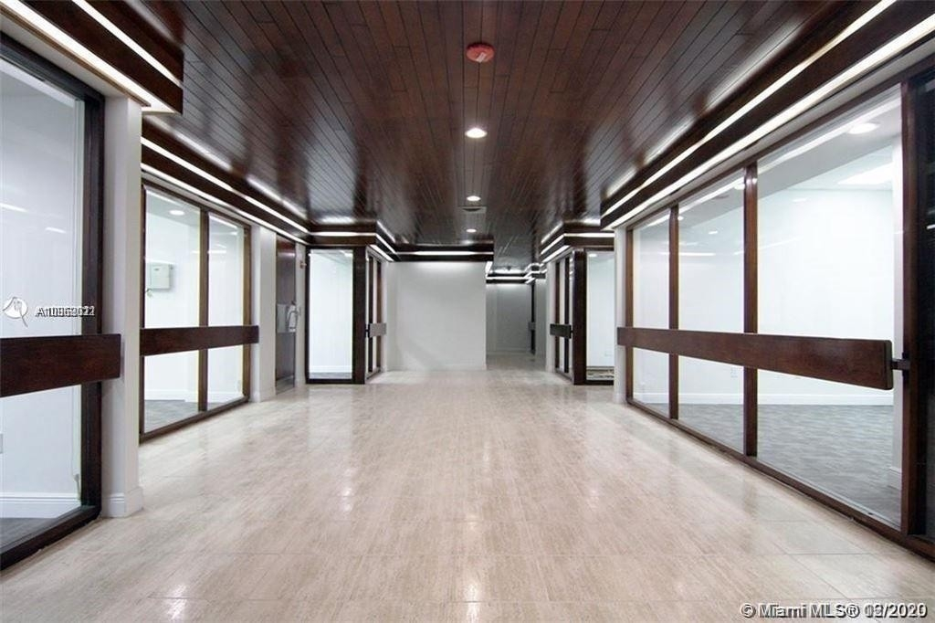 商业的 / 办公室 為 特賣 在 13499 Biscayne Blvd , CU105 Arch Creek East, North Miami, FL 33181