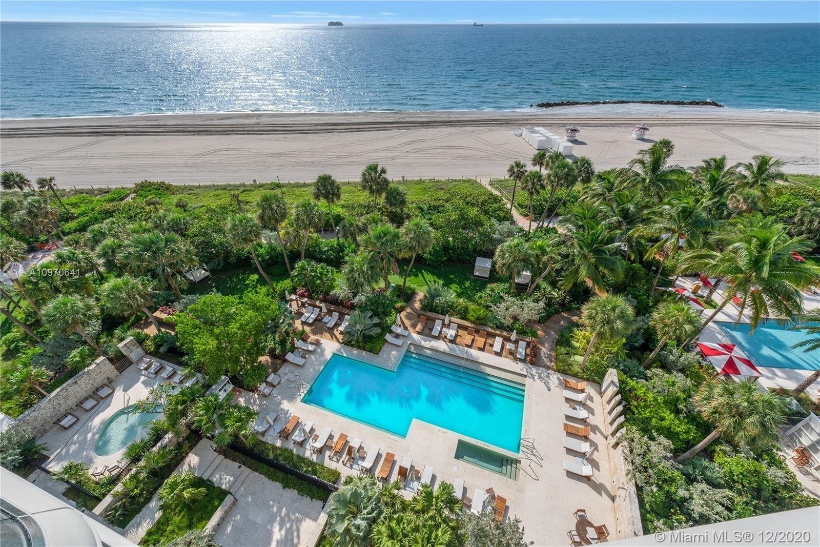 5. Condominiums for Sale at 3315 Collins Ave , 8B Ocean Front, Miami Beach, FL 33140