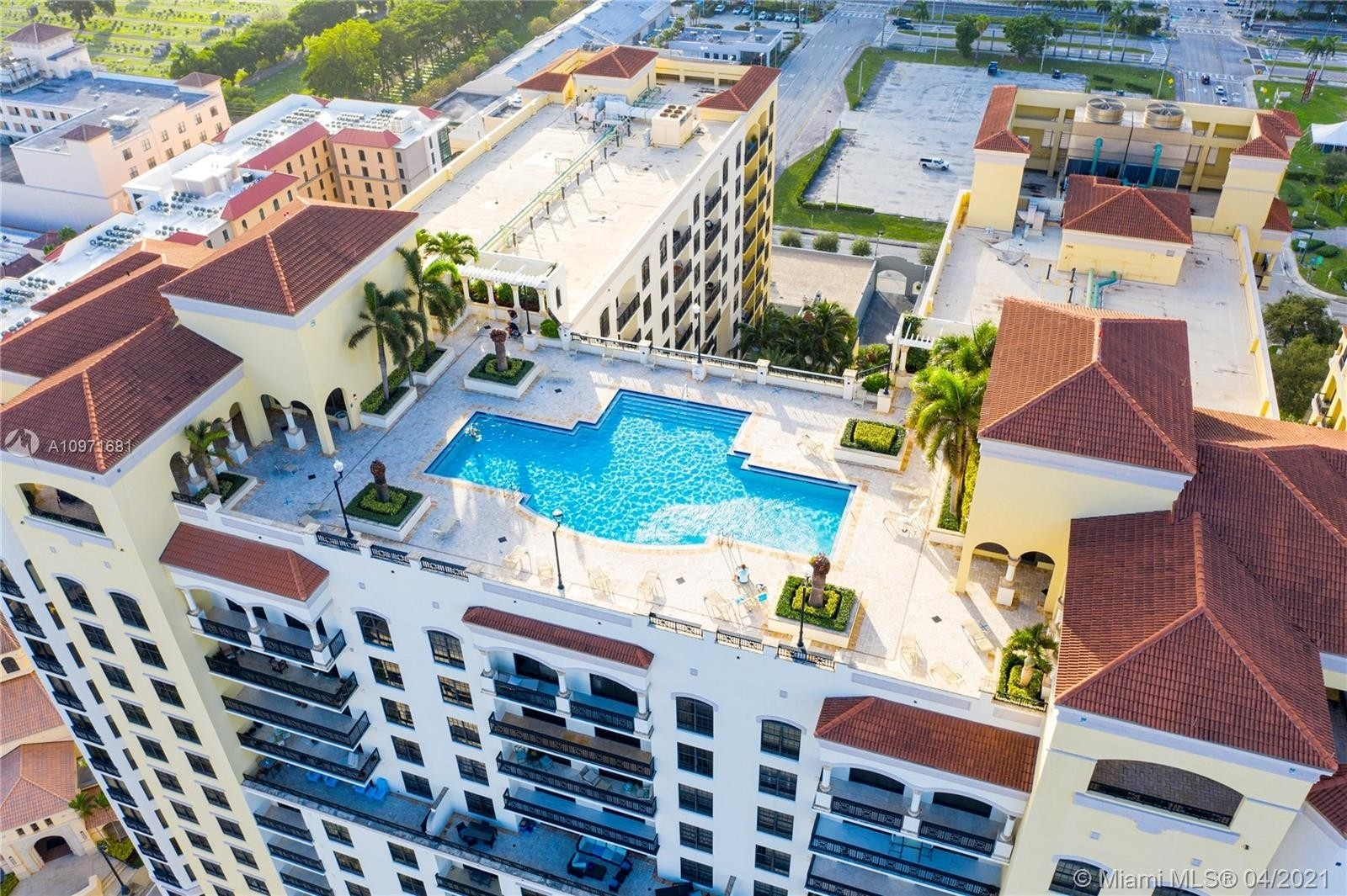 38. Condominiums pour l Vente à 801 S Olive Ave , 433 Loftin District, West Palm Beach, FL 33401