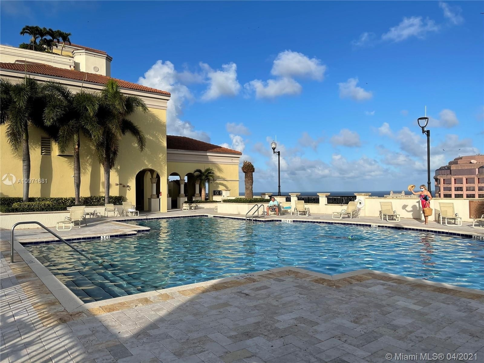 31. Condominiums pour l Vente à 801 S Olive Ave , 433 Loftin District, West Palm Beach, FL 33401