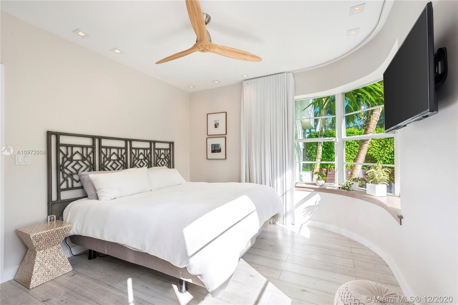 5. Condominiums for Sale at 1435 West Ave , 1 South Beach, Miami Beach, FL 33139