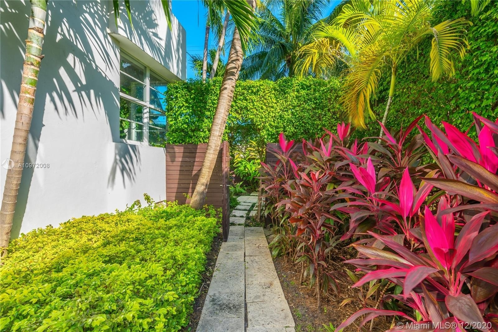 9. Condominiums for Sale at 1435 West Ave , 1 South Beach, Miami Beach, FL 33139