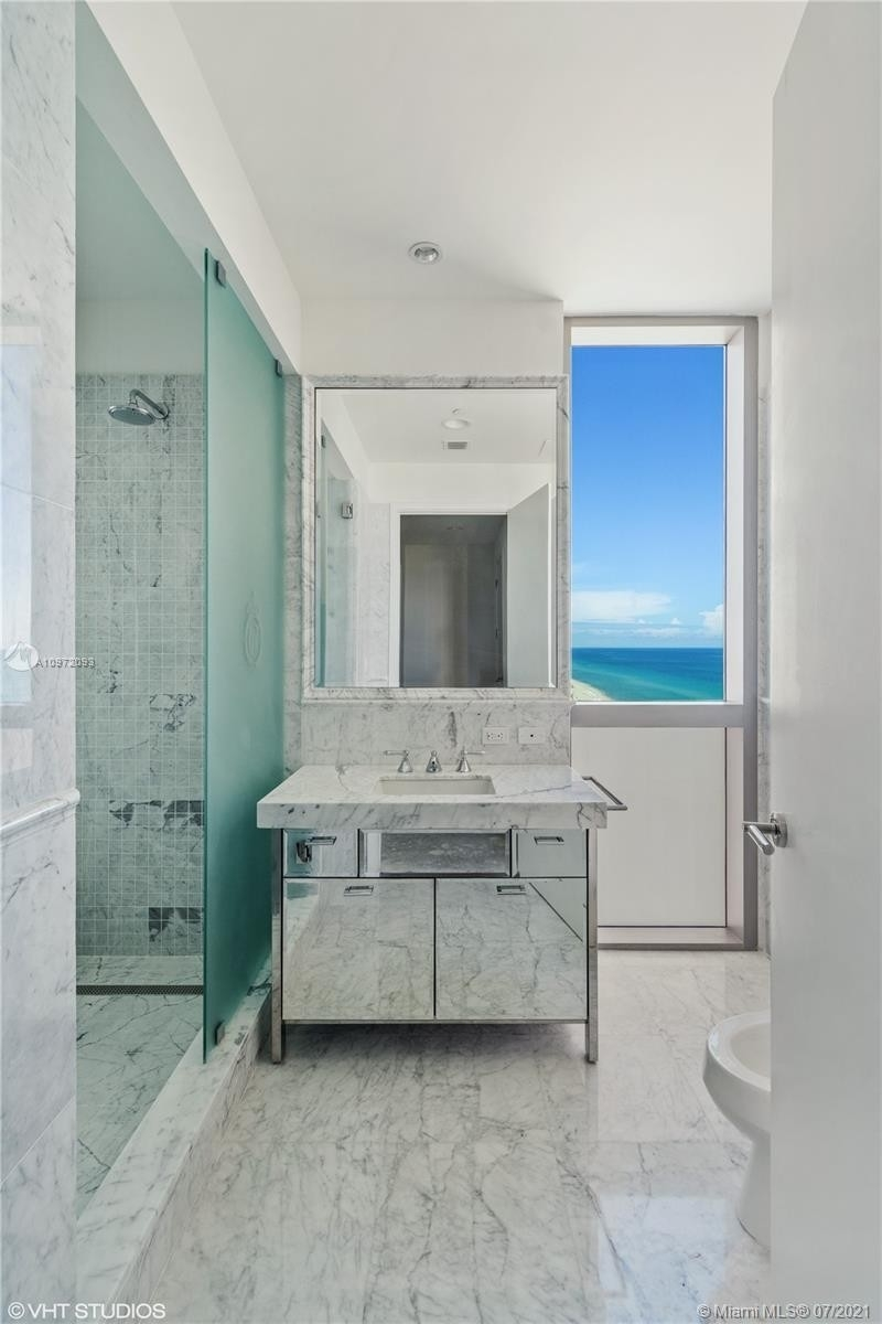 23. Condominiums for Sale at 17475 Collins Ave , 1501 Sunny Isles Beach, FL 33160