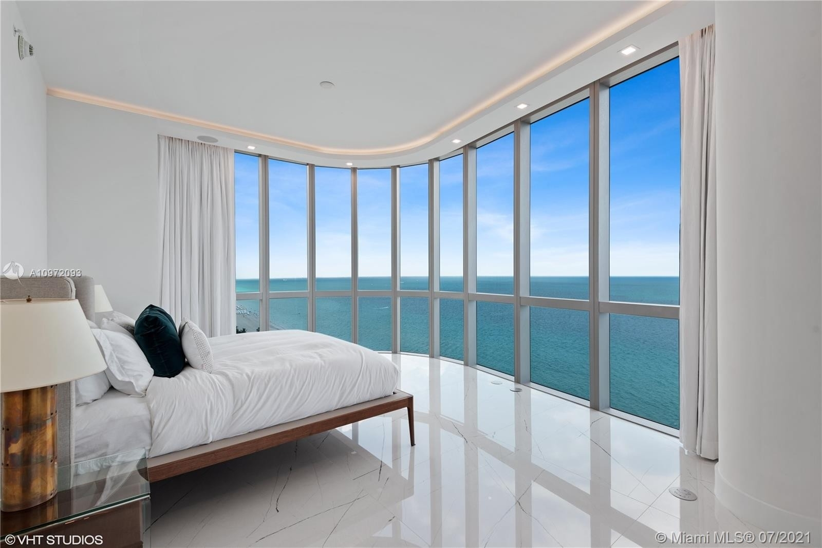 17. Condominiums for Sale at 17475 Collins Ave , 1501 Sunny Isles Beach, FL 33160