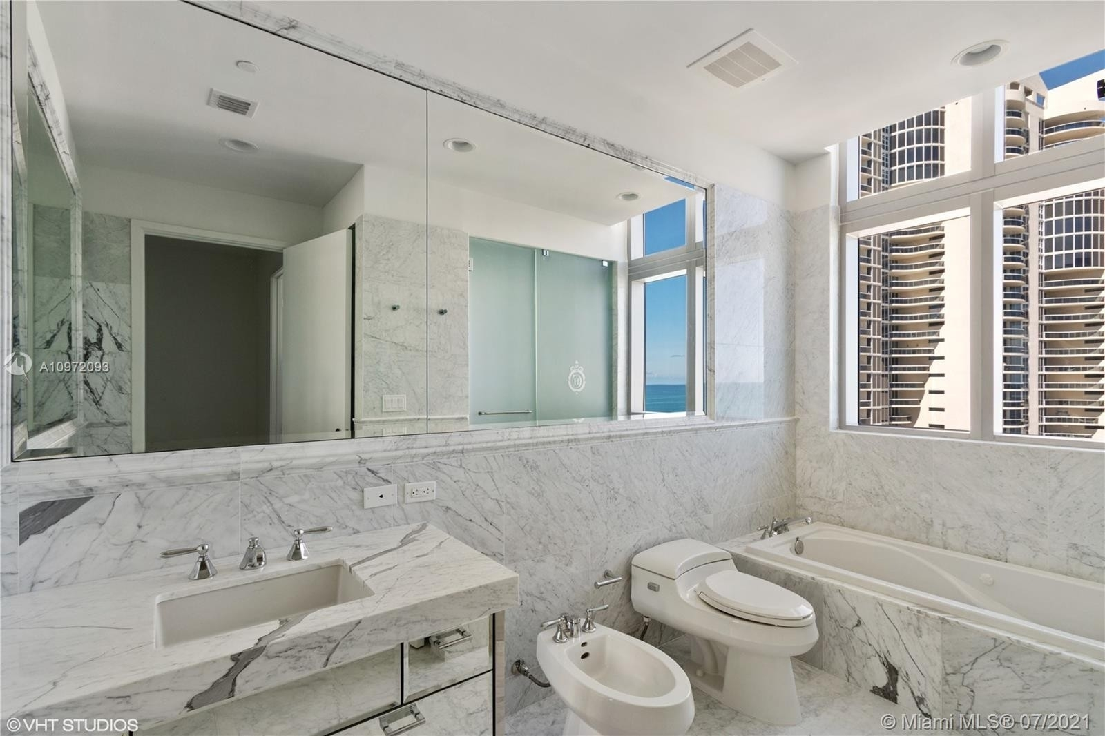22. Condominiums for Sale at 17475 Collins Ave , 1501 Sunny Isles Beach, FL 33160