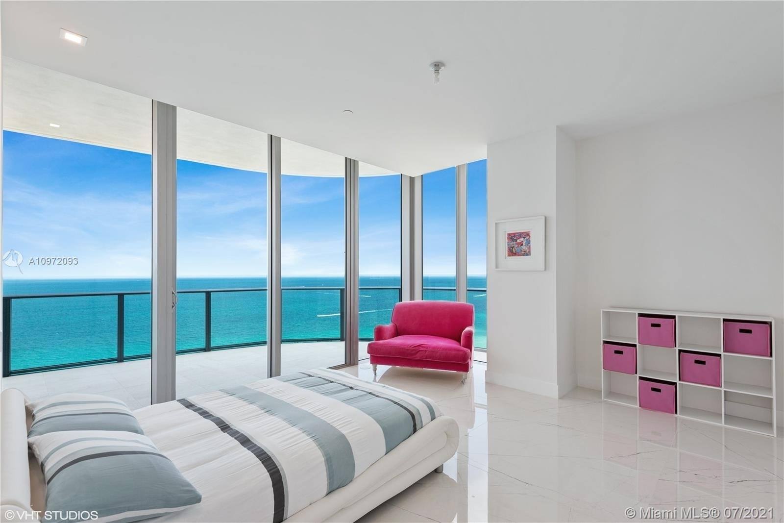25. Condominiums for Sale at 17475 Collins Ave , 1501 Sunny Isles Beach, FL 33160