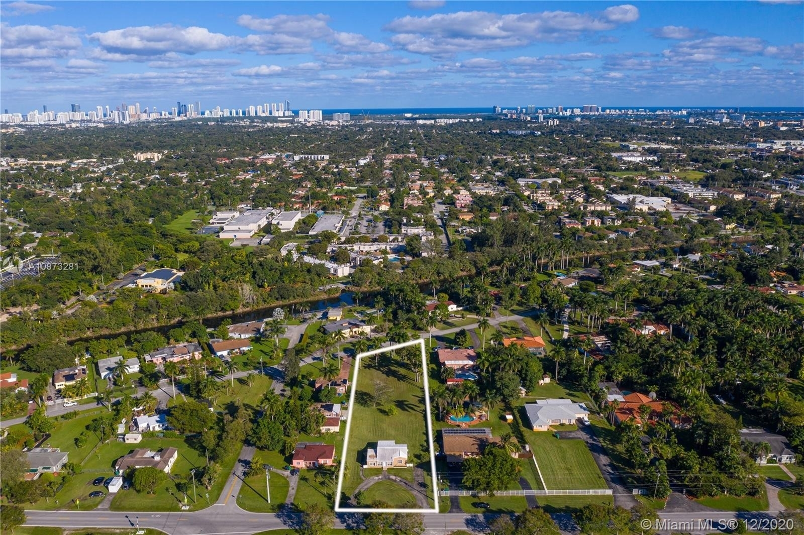 Single Family Home for Sale at Golden Glades, Miami, FL 33161