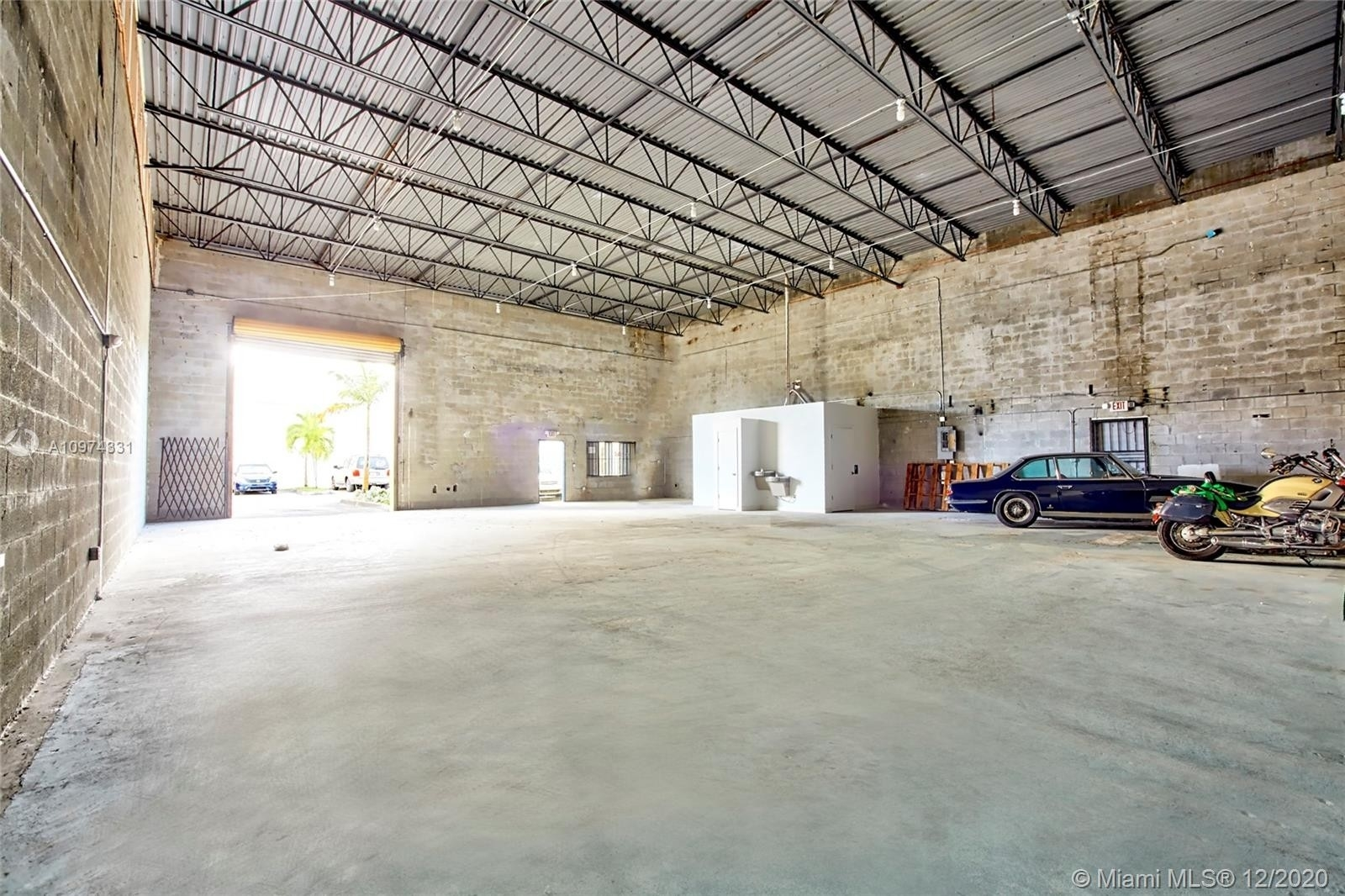 Industrial for Sale at 2665 W 81st St , 25 Hialeah, FL 33016