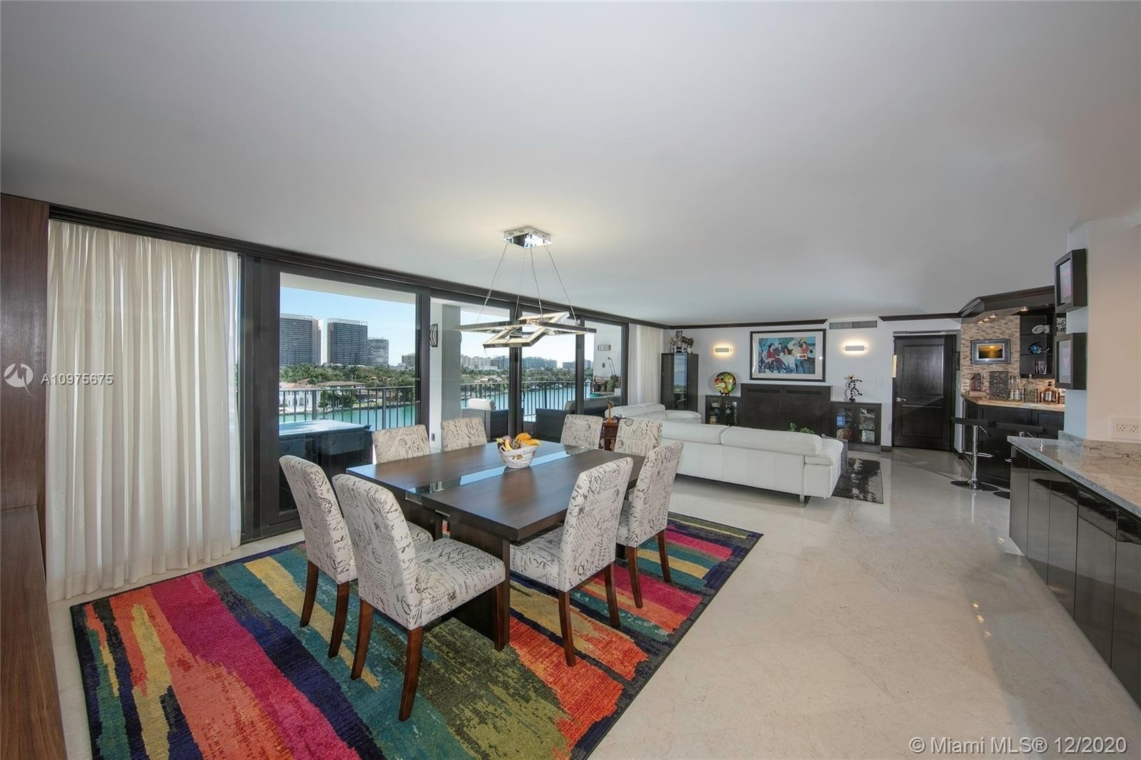 Condominium 為 特賣 在 10101 E Bay Harbor Dr , 704-05 Bay Harbor Islands, FL 33154