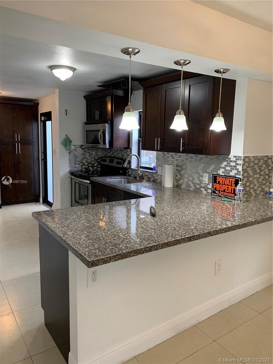 6. Multi Family Townhouse por un Venta en Beverly Heights, Miami, FL 33142
