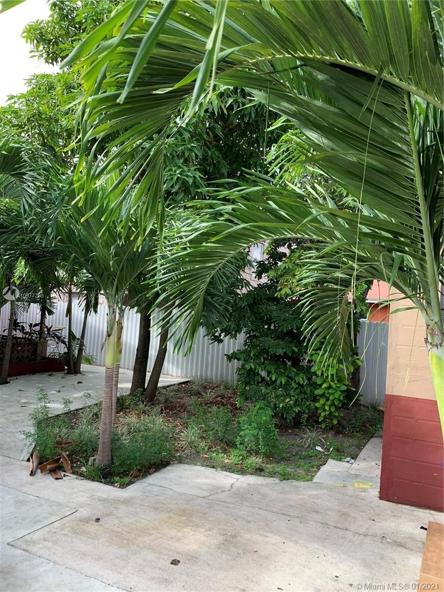 22. Multi Family Townhouse por un Venta en Beverly Heights, Miami, FL 33142
