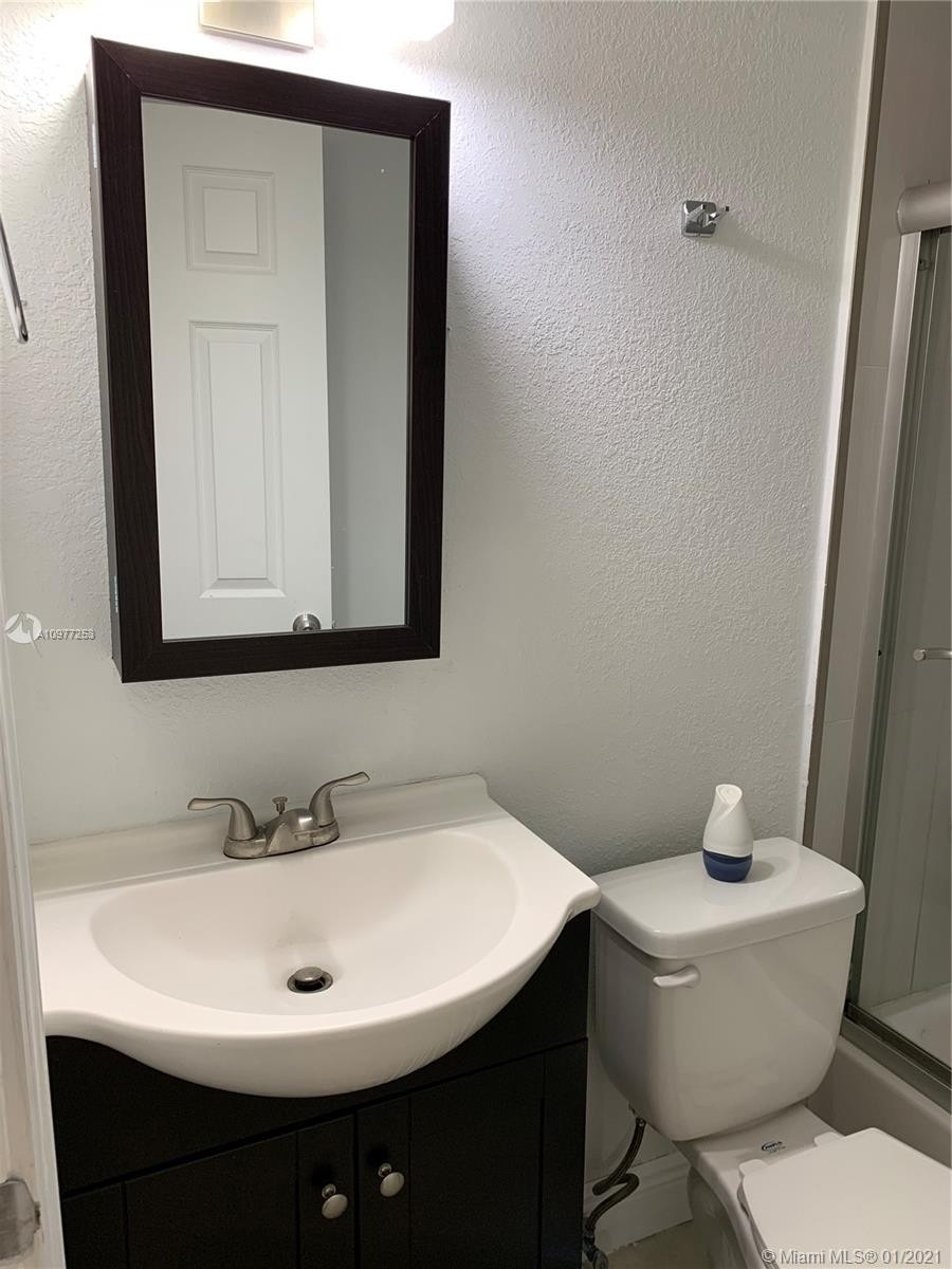 9. Multi Family Townhouse por un Venta en Beverly Heights, Miami, FL 33142