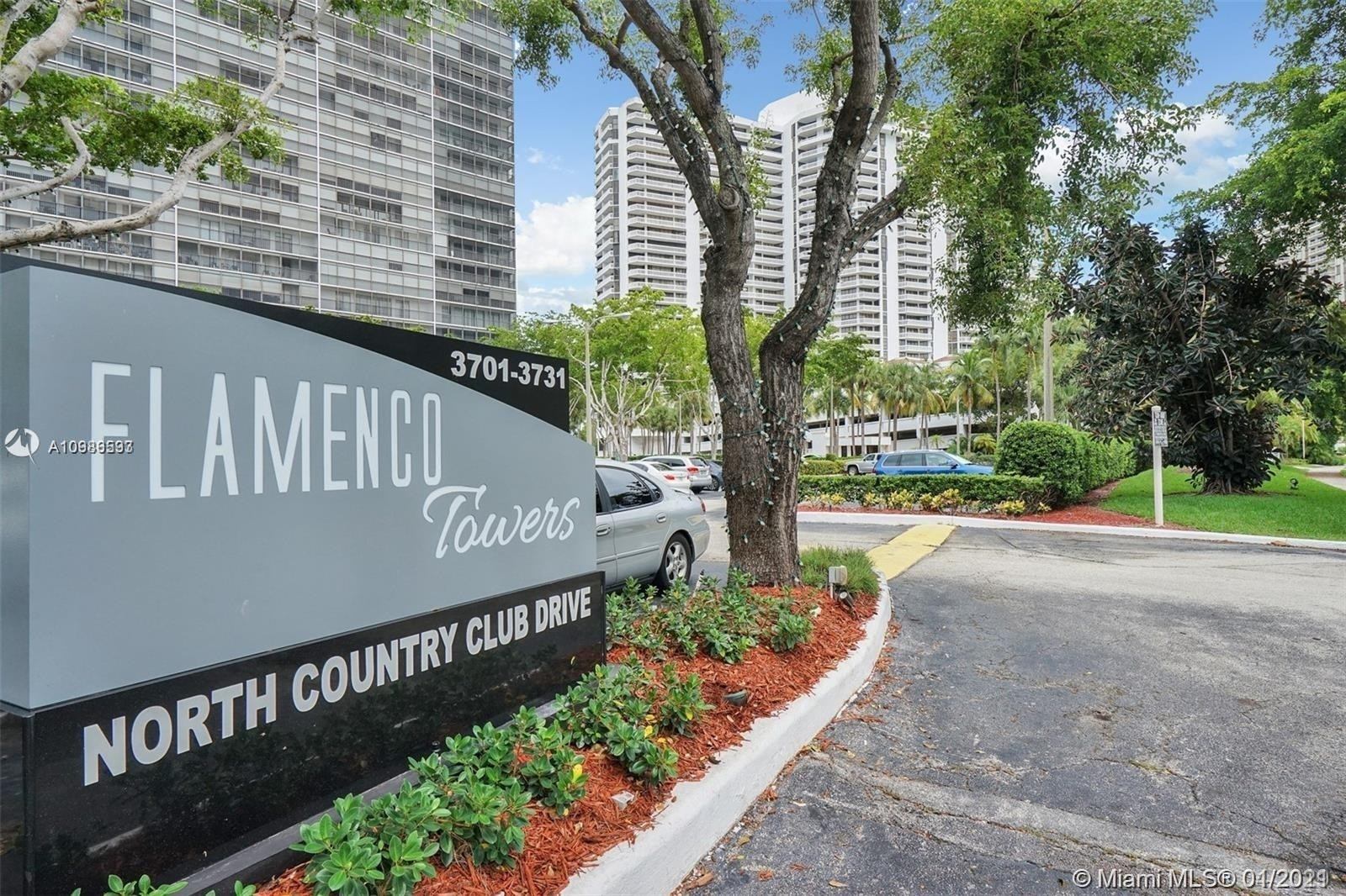 Condominium pour l Vente à 3731 N Country Club Dr , 1125 Biscayne Yacht and Country Club, Aventura, FL 33180