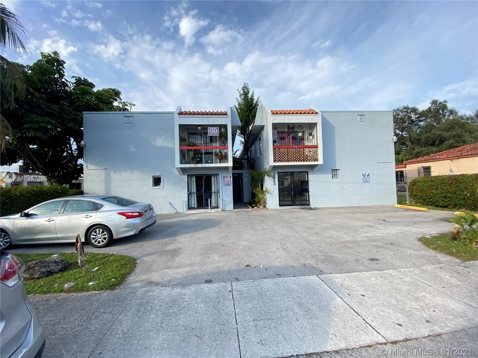 Condominium por un Venta en 2623 NW 24th St , 11 Clayton Heights, Miami, FL 33142