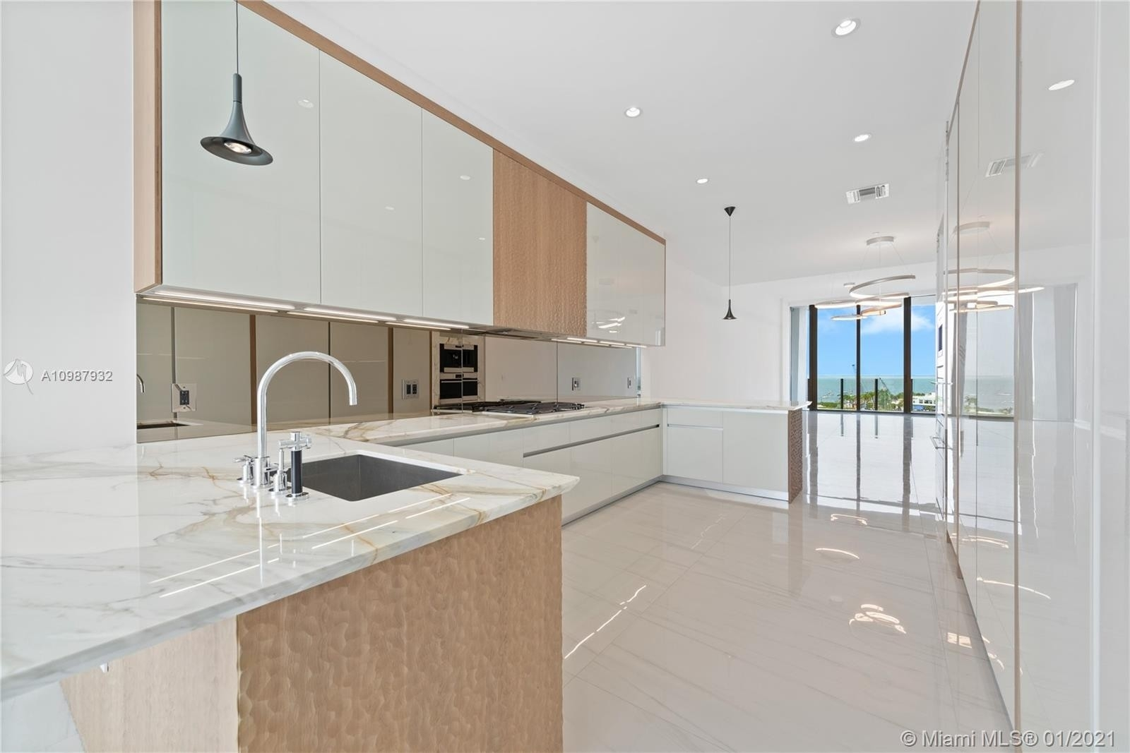 10. Condominiums for Sale at 2811 S Bayshore , 9B Coconut Grove, FL 33133