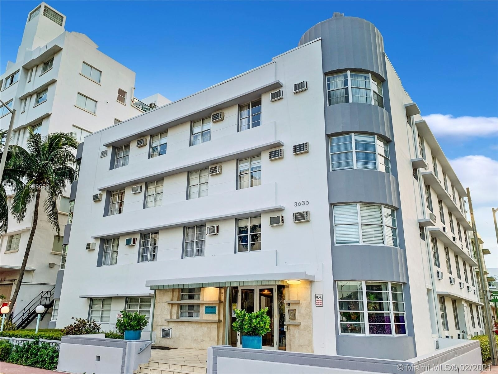 Property в 3030 Collins Ave , 4C Ocean Front, Miami Beach, FL 33140
