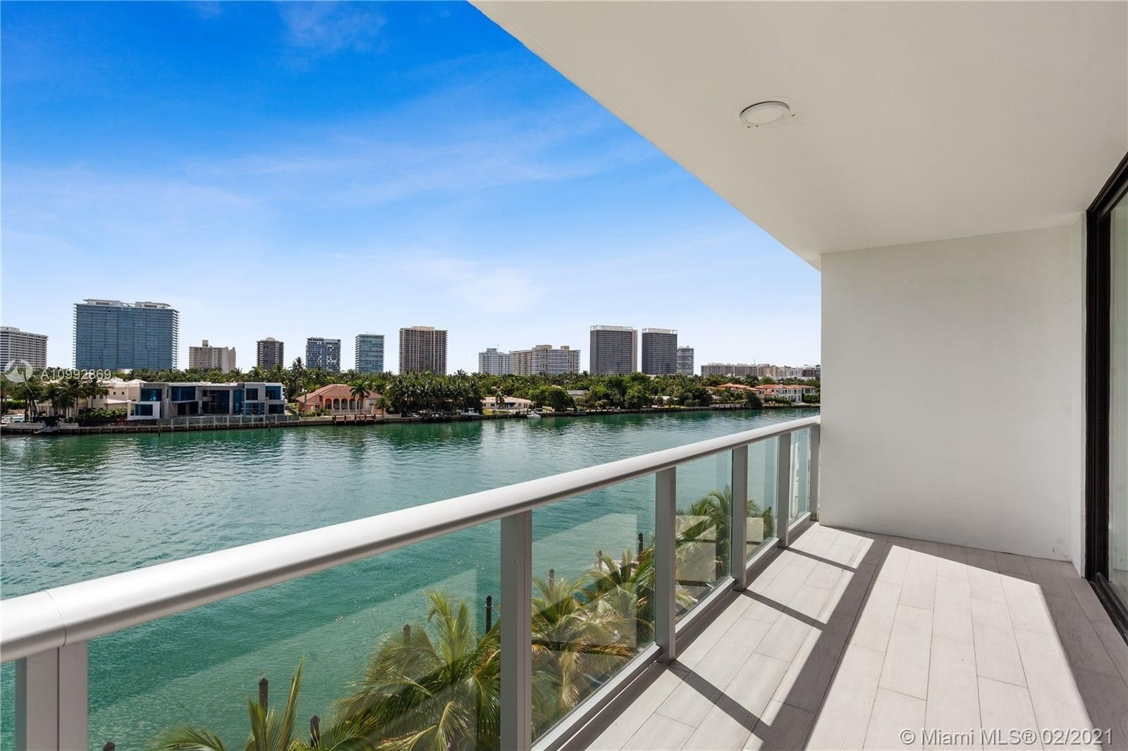 Condominium 為 特賣 在 10201 E Bay Harbor Dr , 401 Bay Harbor Islands, FL 33154