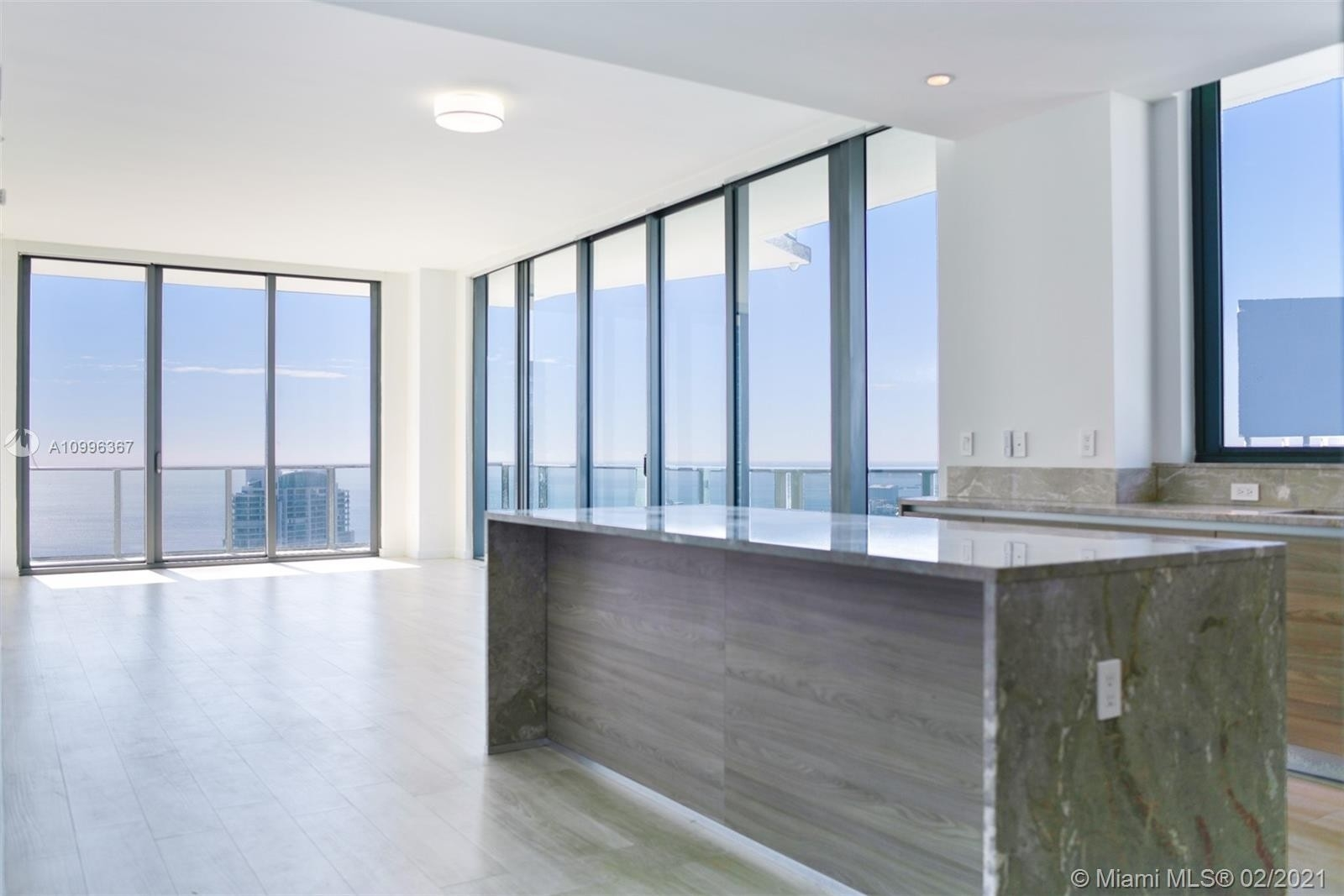 Condominium pour l Vente à 1300 S Miami Ave , PH5206 Miami Financial District, Miami, FL 33130