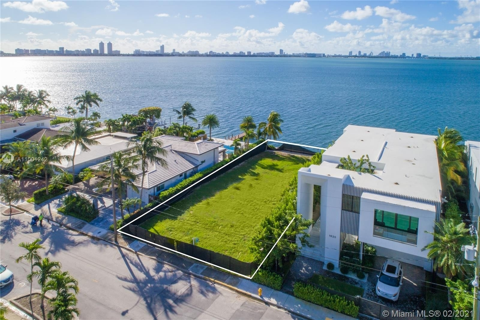 6. Single Family Homes for Sale at Treasure Island, FL 33141