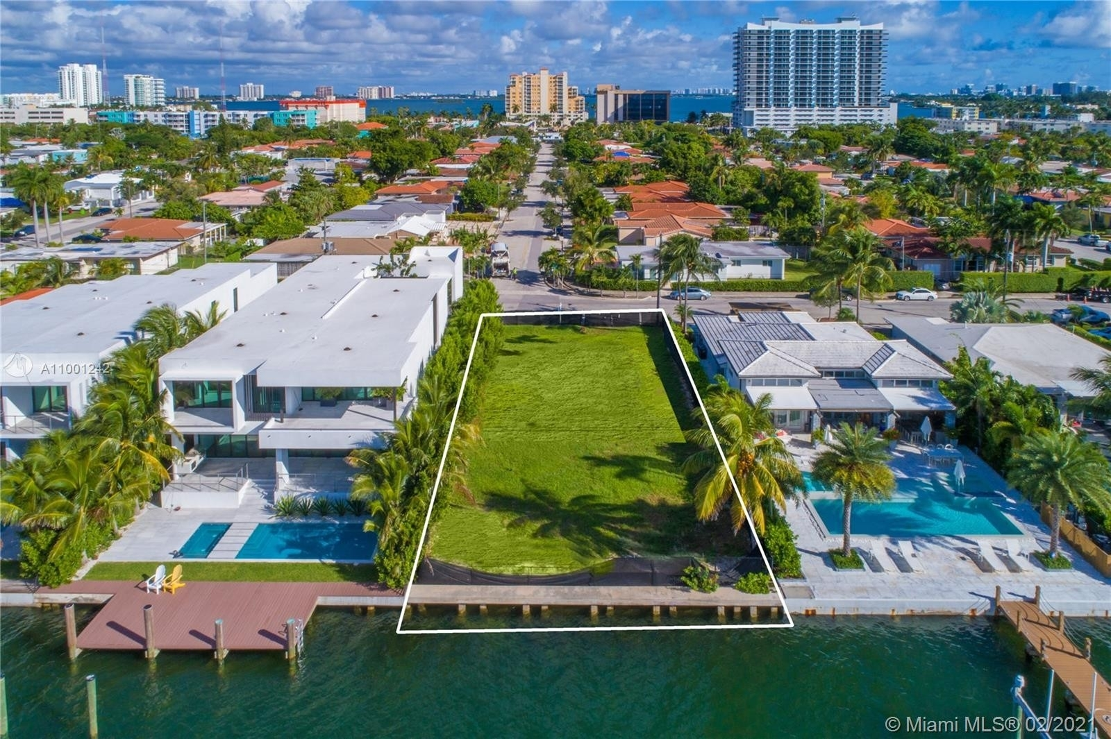 5. Single Family Homes for Sale at Treasure Island, FL 33141