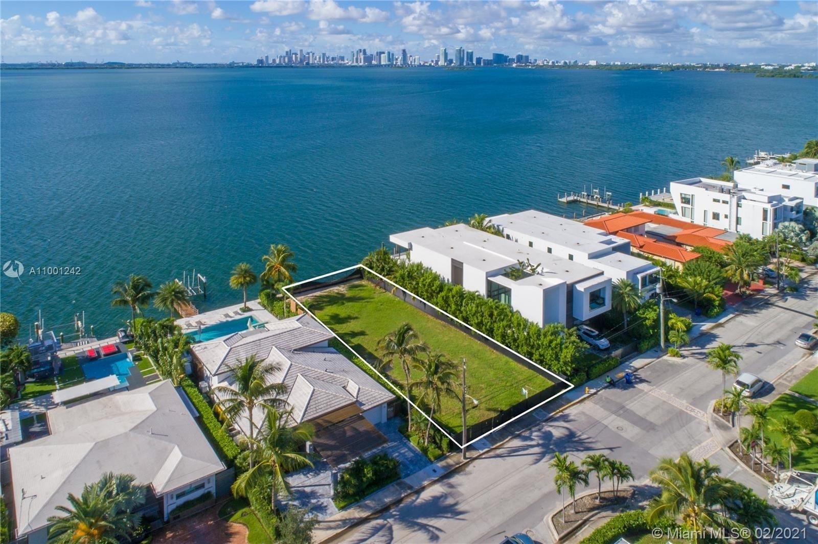 4. Single Family Homes for Sale at Treasure Island, FL 33141